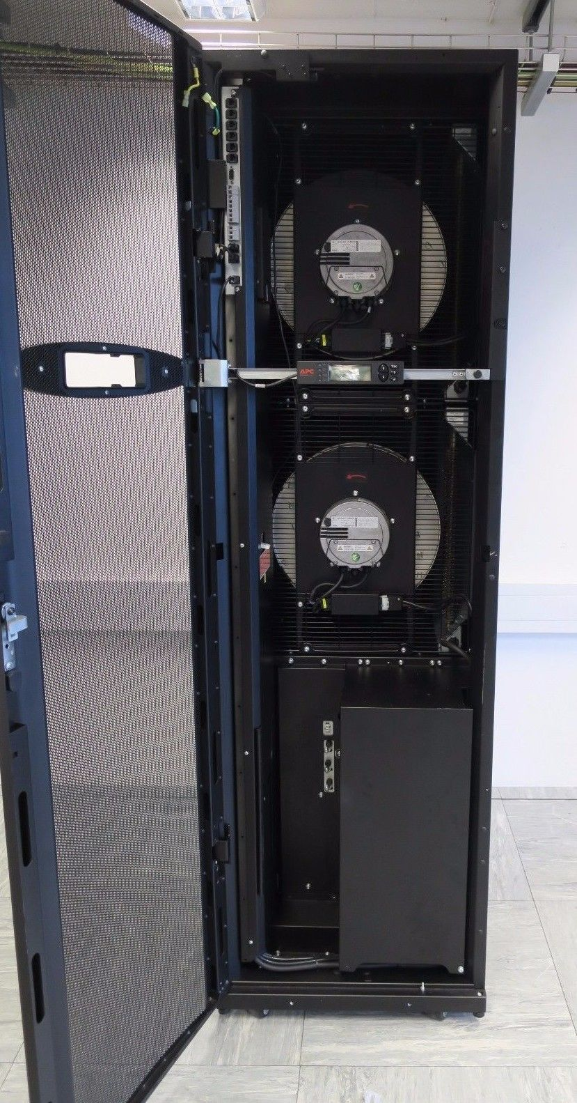 Apc Acrp102 Inrow Dx Rp 600mm Rack Air Conditioning